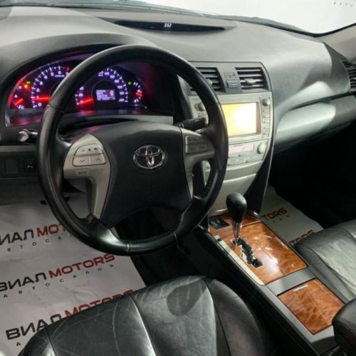 Toyota Camry 2.4 AT (167 л.с.) 2011