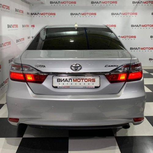 Toyota Camry 2.5 AT (181 л.с.) 2015